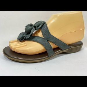 Clarks Bendables Leather Flip Flops Sandals  7M